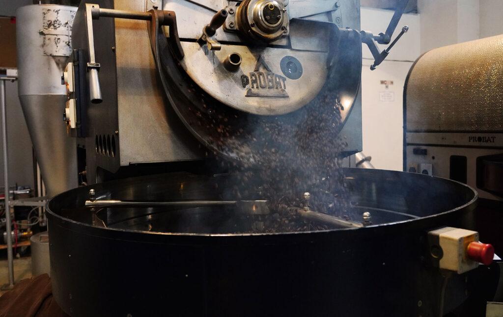 Frische Arabica Bohnen in der Kaffeemanufaktur EINSTEIN KAFFEE