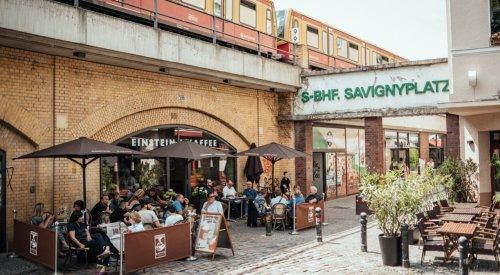 Café am Savignyplatz in den S-Bahn Bögen